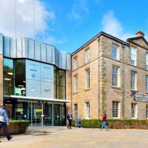 """השקעות נדל""""ן בסקוטלנד - בנין משרדים באדינבורג."""
